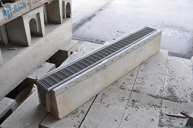 Canaletas de hormigón con rejilla